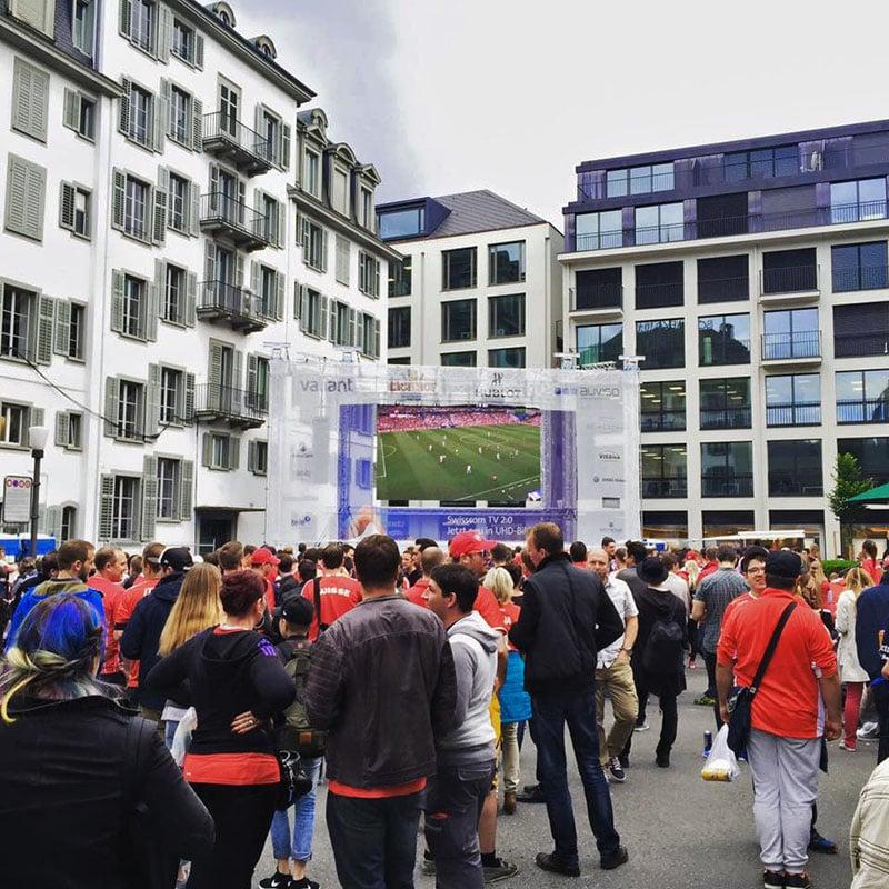 Das Public Viewing des Hotels Schweizerhof bot Platz für 1000 Leute (Bild: zvg).