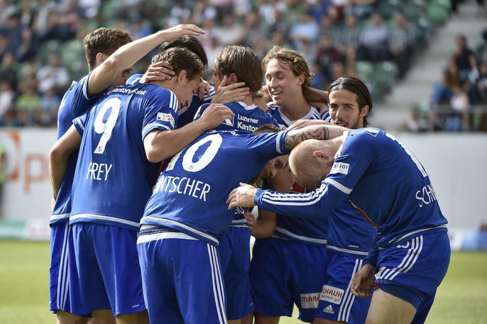 Beim zweitletzten Spiel der vergangenen Saison gegen den FC St. Gallen machte der FCL alles klar. Hier jubeln die Spieler.