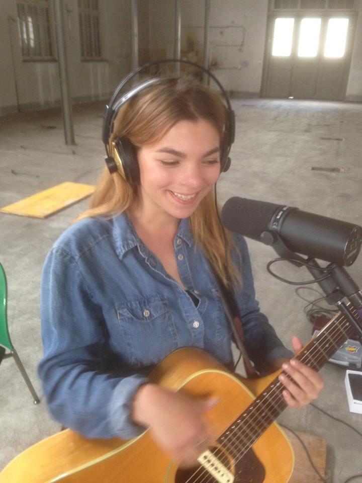 Slavica Gillis von der Zuger Band Blue Moon singt im alten Papieri-Areal.