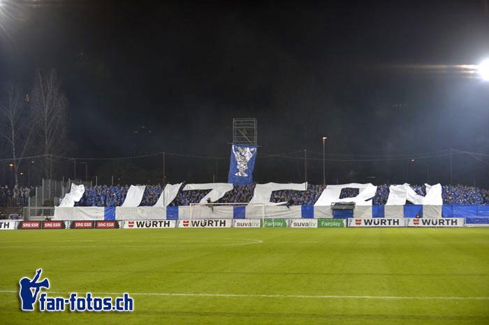 Mit grossen weissen Lettern wurde klar, in welcher Kurve die FCL-Fans sich eingerichtet hatten (Bild: fcl.fan-fotos.ch / Dominik Stegemann)