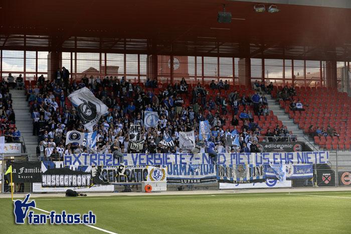 Die FCL-Fans mit einer politischen Botschaft: «Extrazüg verbiete – ned met üs ehr Niete». (Bild. fcl.fan-fotos.ch / Dominik Stegemann)