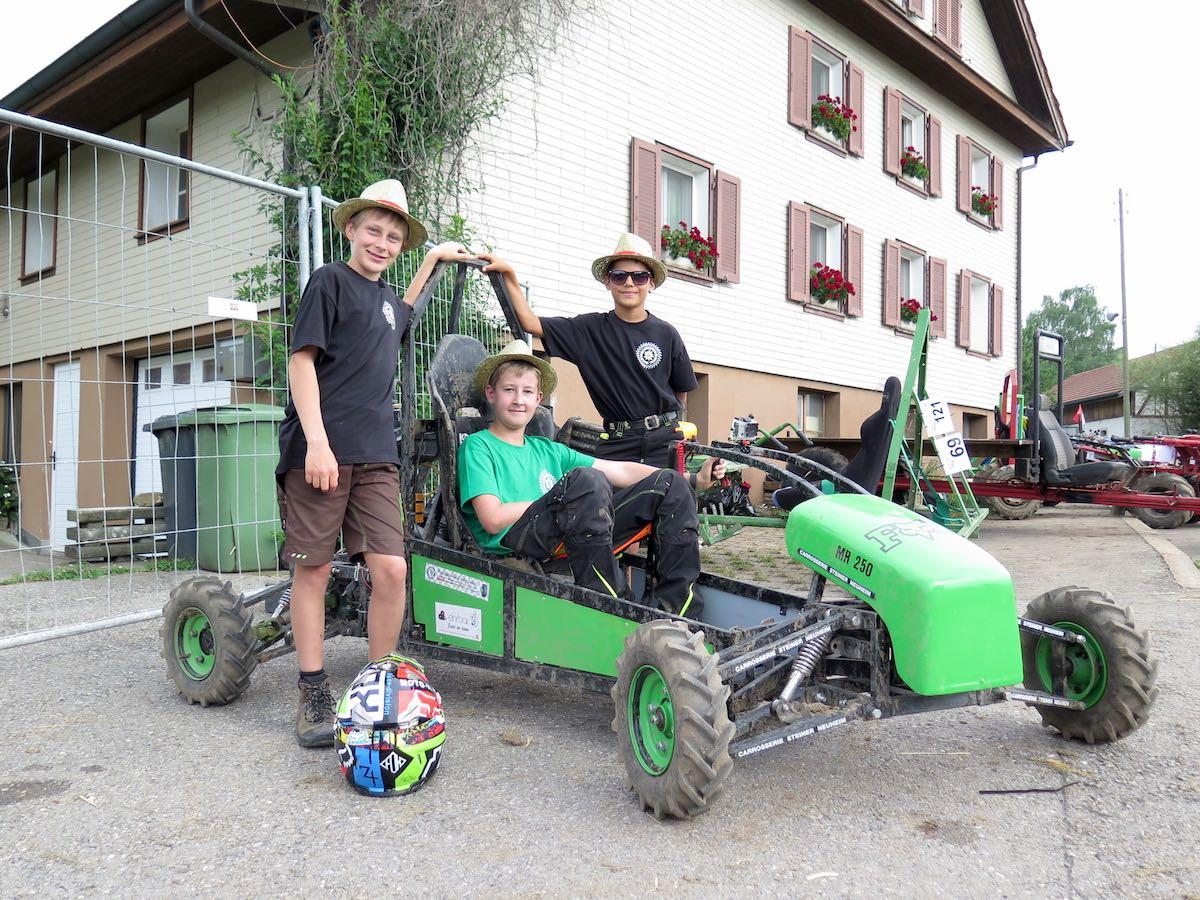 Das jüngste Team beim Neuheimer Rennen: Joel Strickler, Chris Steiner, Sven Rohrer (v.l.n.r.) mit ihrem Einachser.