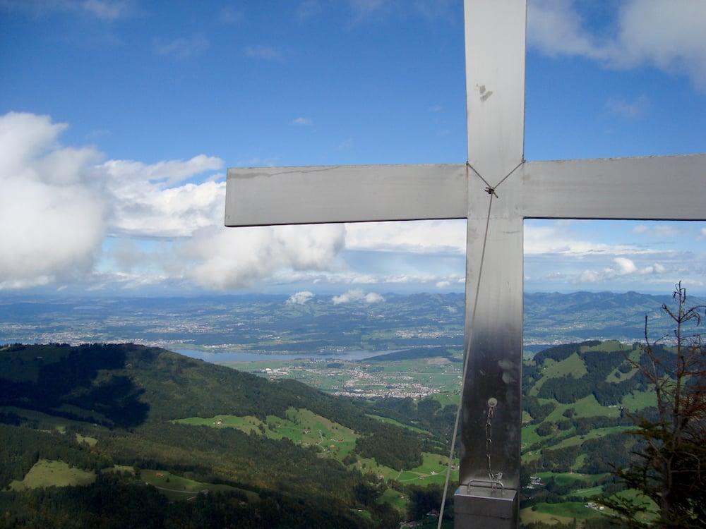 Blick vom Gipfel Chli Aubrig 1642 Richtung Zürichsee, Greifensee und Pfäffikersee. (Bild: Marcel Hähni)