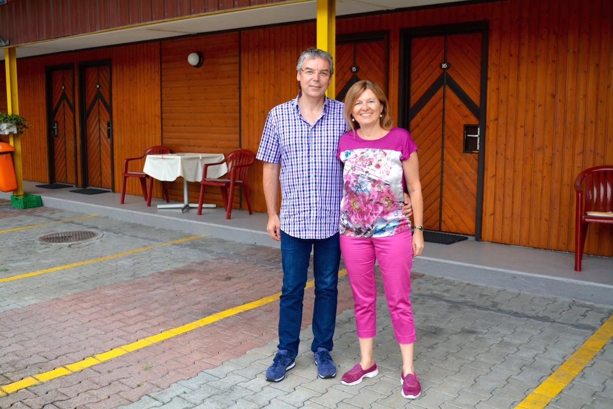 Ursula Röllin und Roger Landtwing sind die Besitzer des Motel Sihlbrugg. Womöglich aber nicht mehr lange.