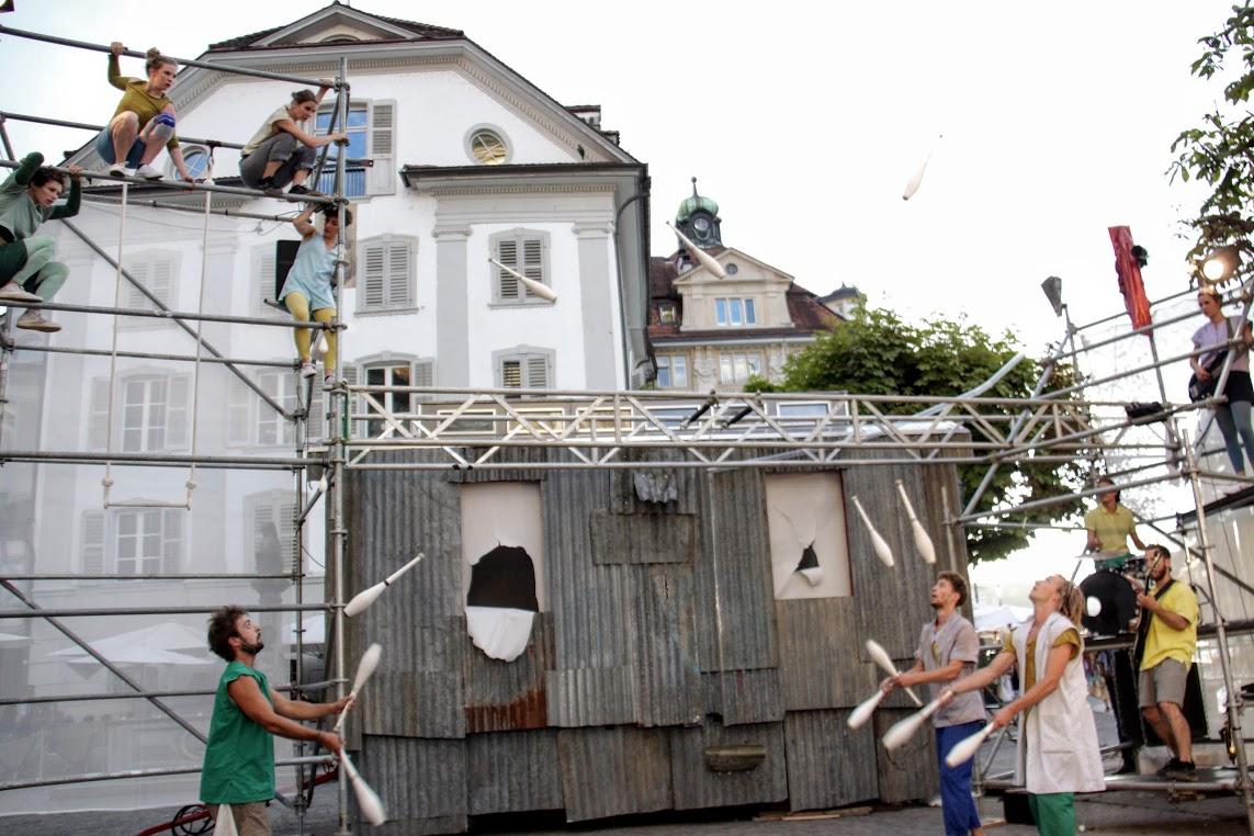 Keine Geschichte, aber viel Träumerei: Die Compagnie Trottvoir zieht in Luzern das Publikum in ihren Bann.