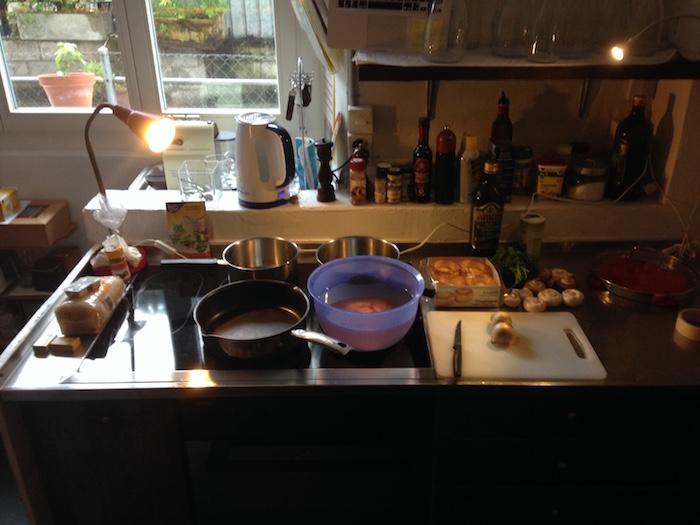 Alles ist bereit für die grosse Kocherei. Die Nervosität steigt.