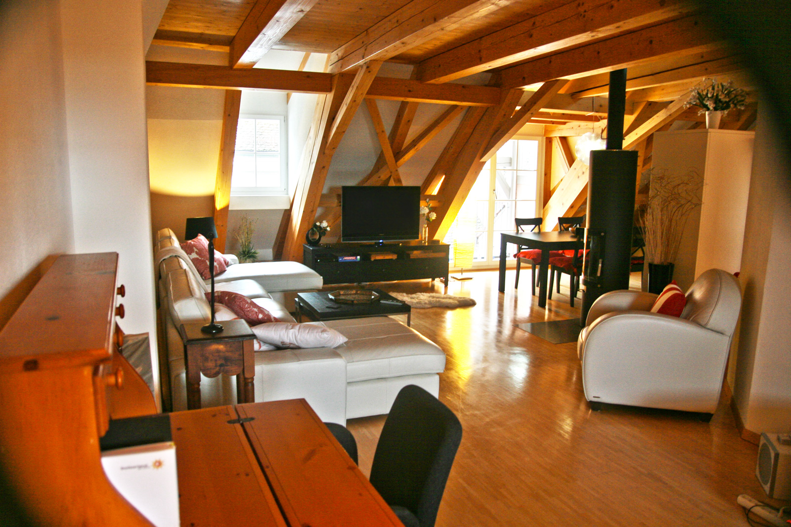 Warme Farben und viel Holz – typisch Altstadt