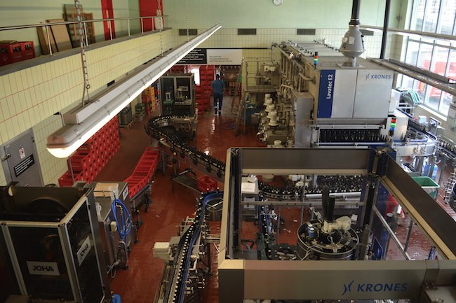Die Abfüllanlage der Baarer Brauerei.