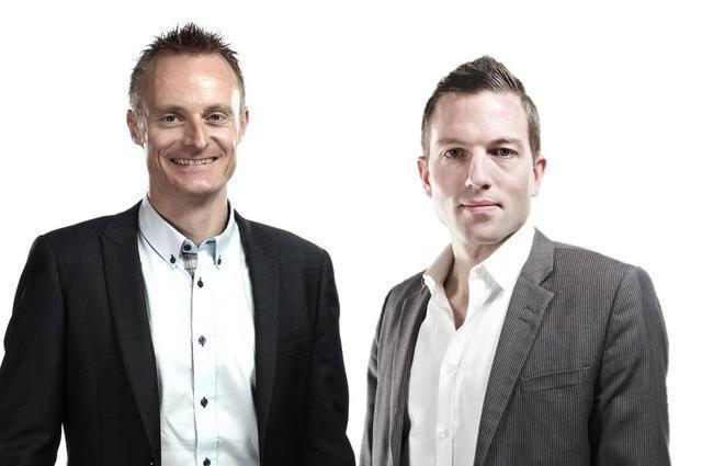 Gemeinsam mit seinem Jugendfreund Dominik Meier (rechts) hat André Bucher einen Uhrenladen eröffnet.