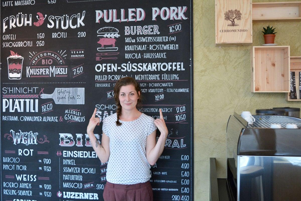 Den Pulled-Pork-Burger gibt's jeden Mittag. (Bild: jwy)