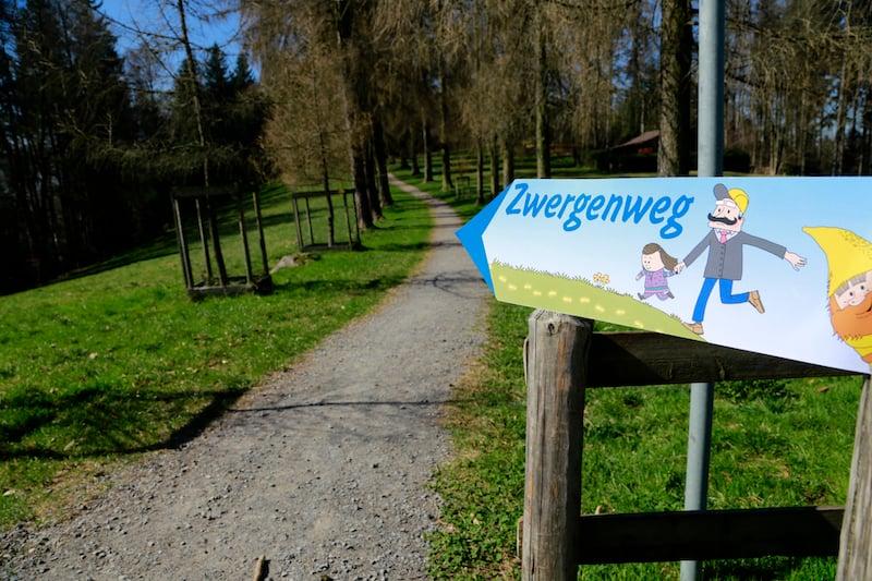 Der Zwergenweg auf dem Sonnenberg gilt als Familienattraktion. (Bild: Benedikt Anderes)