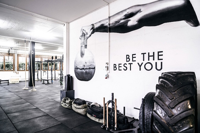 Sogar die Wände im CrossFit motivieren einen, die beste Leistung abzurufen.