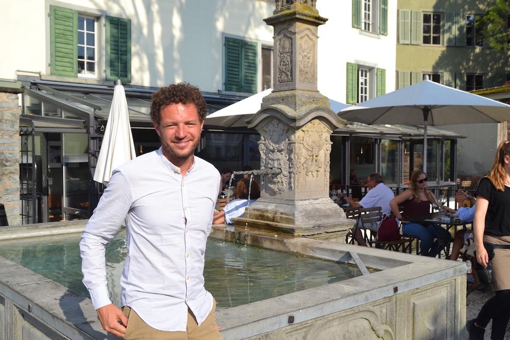 Samuel Vörös vor seinem Restaurant Mill'Feuille auf dem Luzerner Mühlenplatz.