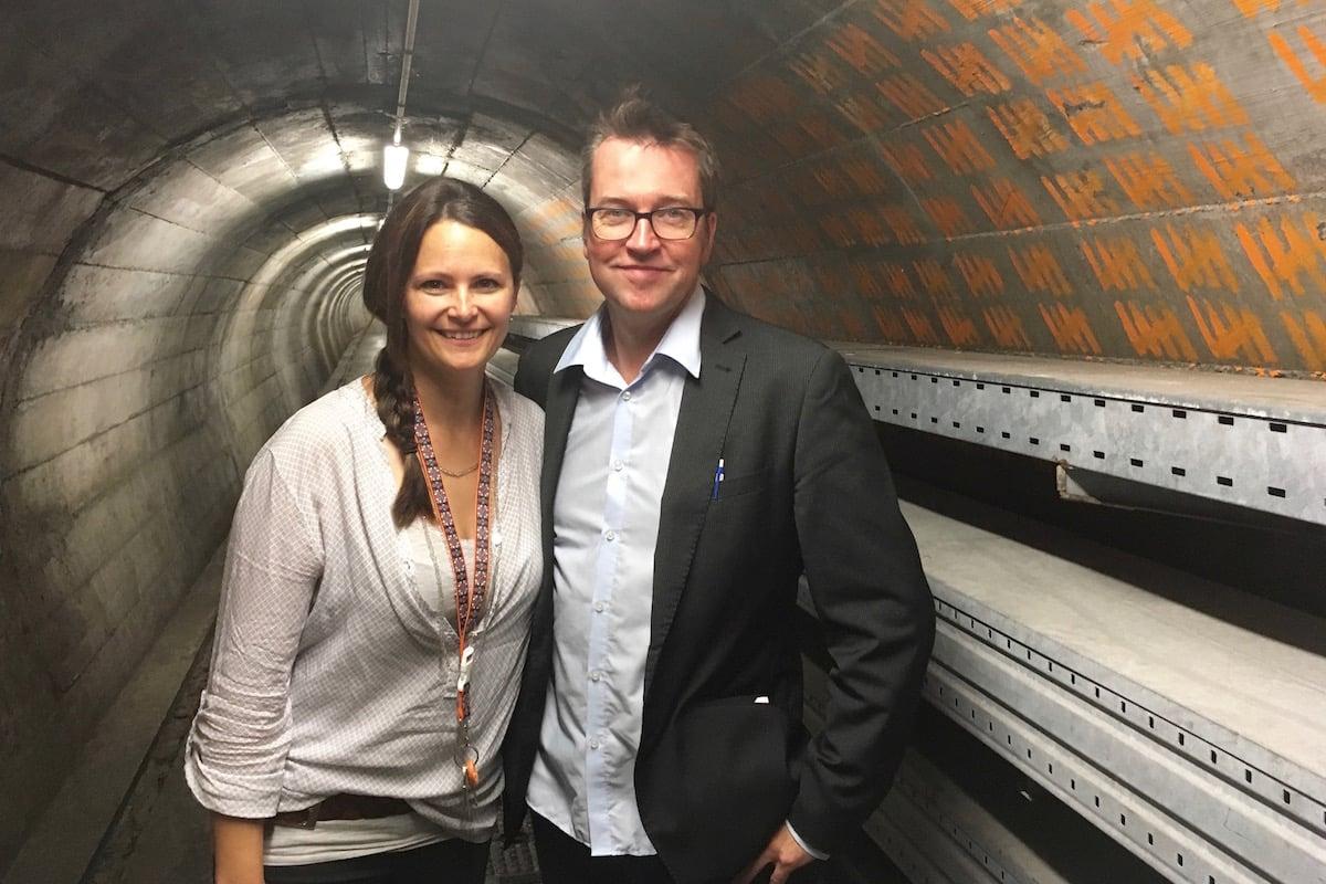 Andrea Huwyler, Projektleiterin von «unterirdisch überleben», und Reto Bernhard vom Theater Improphil organisieren gemeinsam die ImproTheaterTour in der Zivilschutzanlage Sonnenberg.
