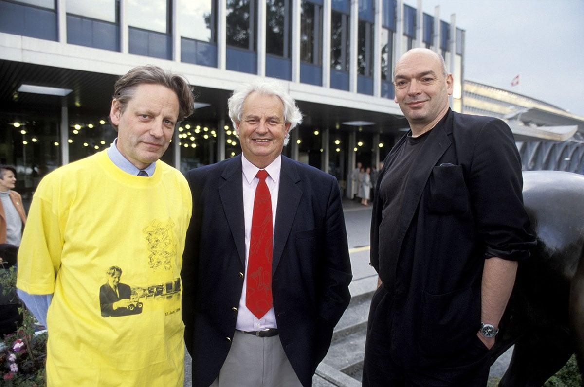 1994 nach dem Abstimmungs-Ja zum KKL: Thomas Held (im «Maillot jaune»), Stadtpräsident Franz Kurzmeyer und Architekt Jean Nouvel.  (Bild: Emanuel Ammon/AURA)