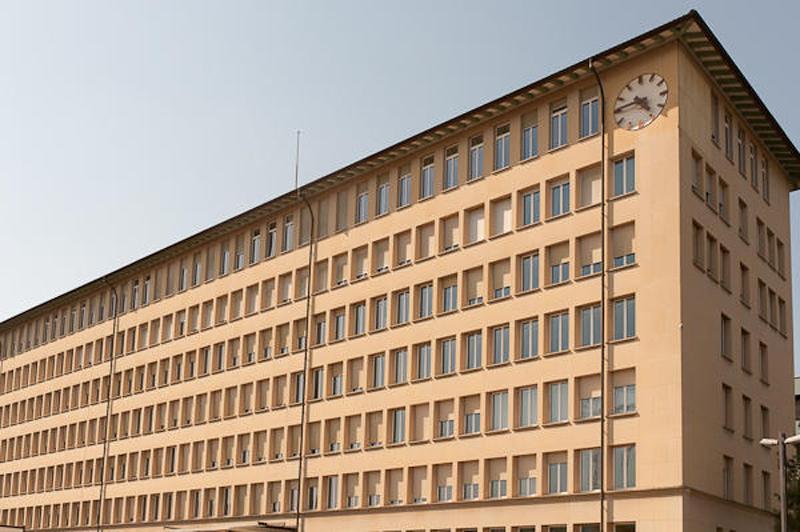 Die Doppelinitiative verlangt, das ehemalige L&G-Gebäude beim Bahnhof Zug sei wieder zu verkaufen.