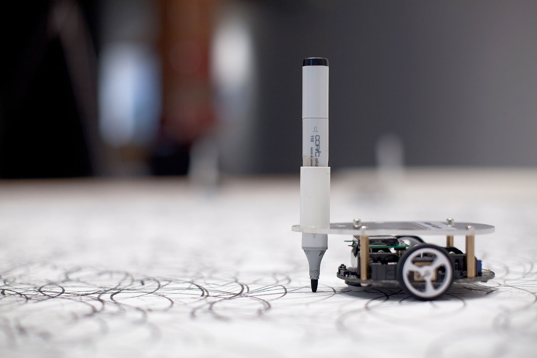 Andres Wanner hat einen Zeichenroboter entwickelt.