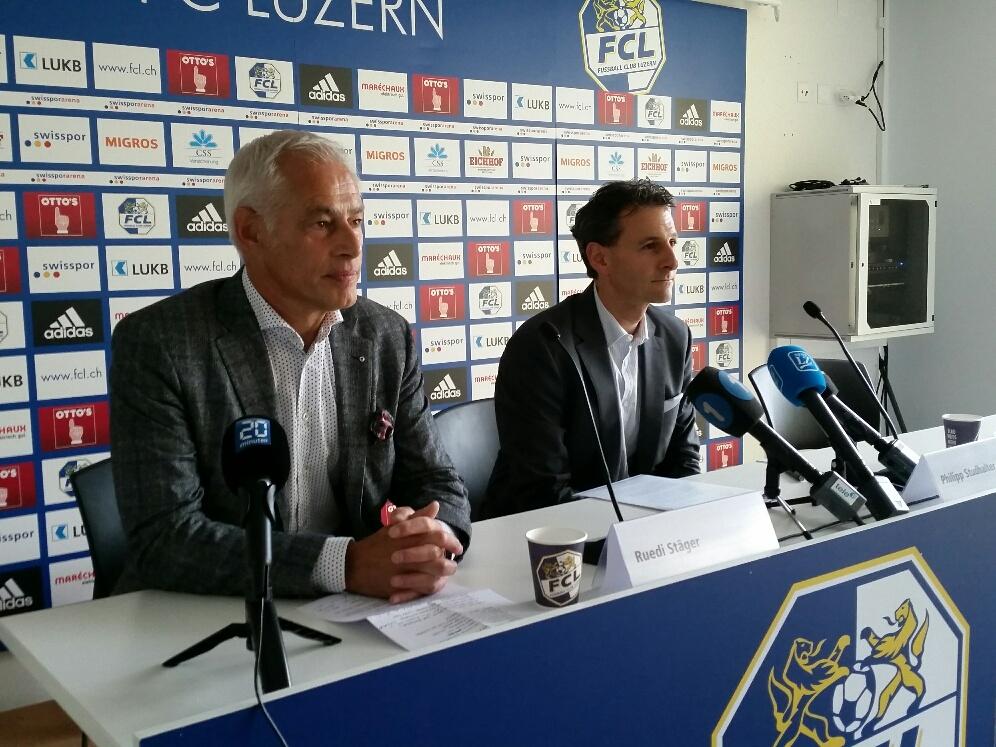 Ruedi Stäger und Philipp Studhalter geben den Medien anfangs Juni 2016 Auskunft über Stägers Abgang.