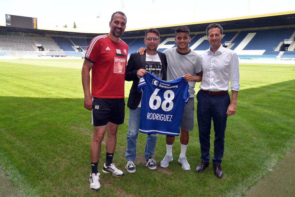 Haben Grund zur Freude: Trainer Markus Babbel (von links), Chefscout Remo Gaugler, Neuzuzug Francisco Rodríguez und FCL-CEO Philipp Studhalter.