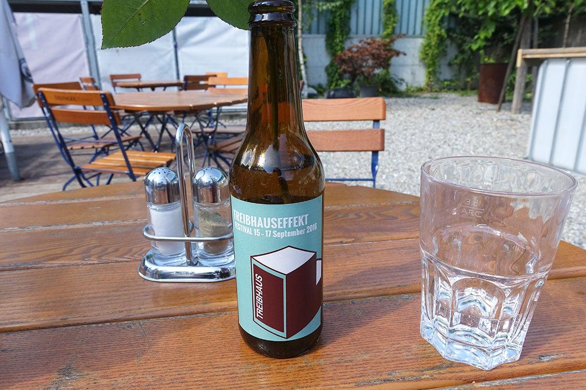 Sogar ein eigenes Bier gibt's für das nahende Festival. (Bild: jwy)