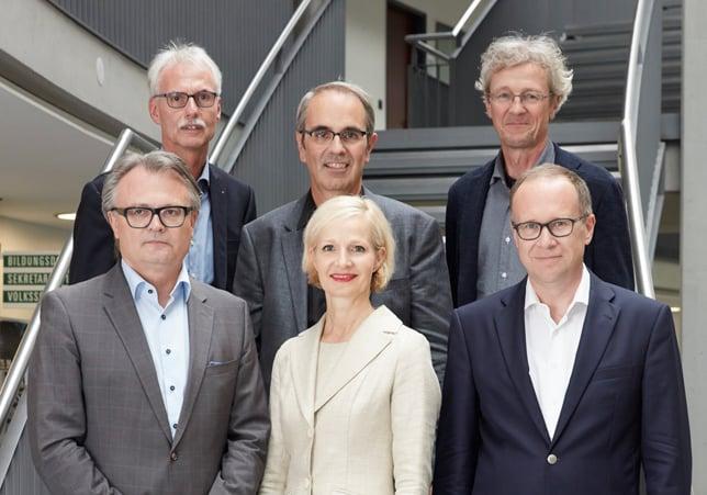 Und so sieht das Gremium aus: Von links nach rechts vorne: Stefan Roth, Manuela Jost, Martin Merki. Von links nach rechts hinten: Toni Göpfert (Stadtschreiber), Beat Züsli, Adrian Borgula.