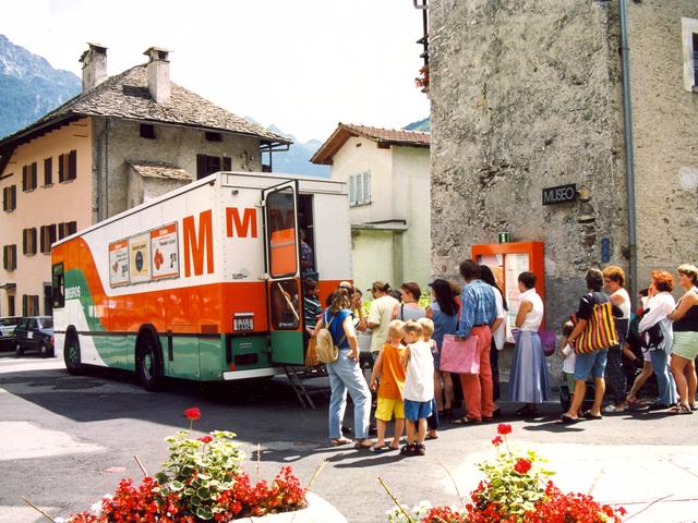 Der Migros-Verkaufswagen gehörte 1988 quasi zum Dorfbild.