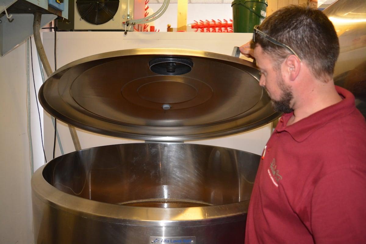 Im ehemaligen Milch-Tank ist jetzt Bier. Dazwischen wurde ausgiebig geputzt.