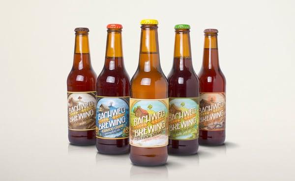 Die Scheune auf der Etikette ist die Brauerei der Edlibacher Brauer. Sie ist auf jeder Etikette zu finden.
