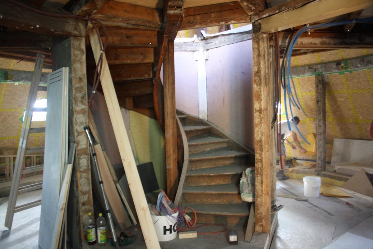 Die Turm-Suite ist zweistöckig und die Dachterasse gehört auch dazu, inklusive Whirlpool.