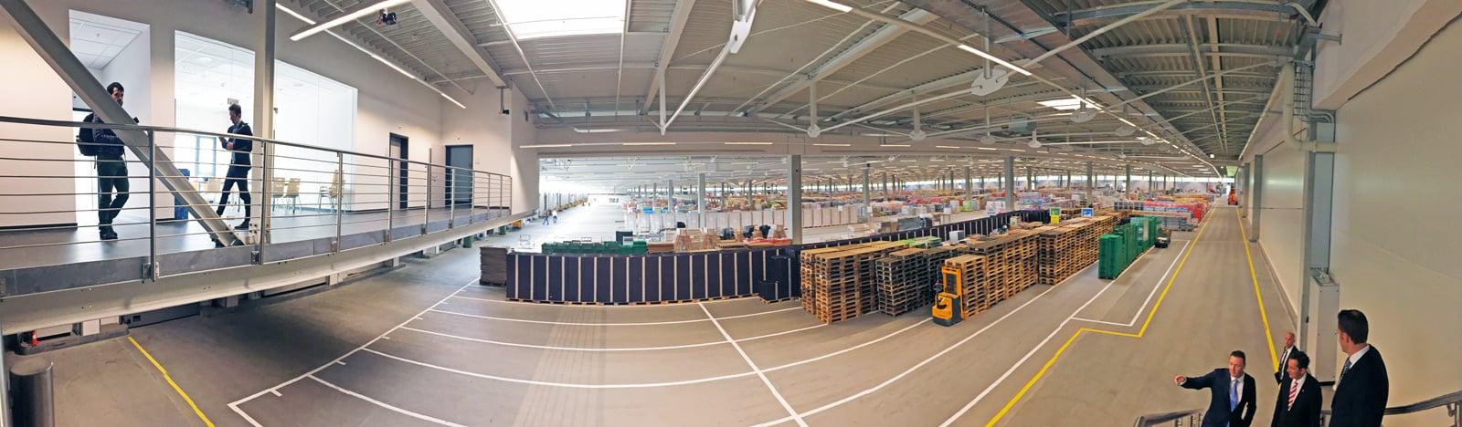 Total 300 Meter misst die Lagerhalle für Trockenprodukte. 100 Meter für die Verwaltung liegen im Anschluss direkt daneben.