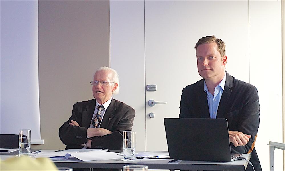 Aerny Bucher (links), Präsident der IG Luzerner Herbstmesse und Märkte, und Erich Felber, Projektleiter Veranstaltungen bei der Stadt, informieren über die Messe.