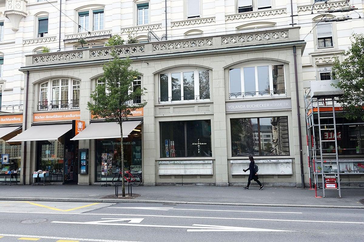 Seit Monaten stehen die Räume neben der Hirschmatt-Buchhandlung leer. Nun soll bald umgebaut werden. (Bild: jwy)