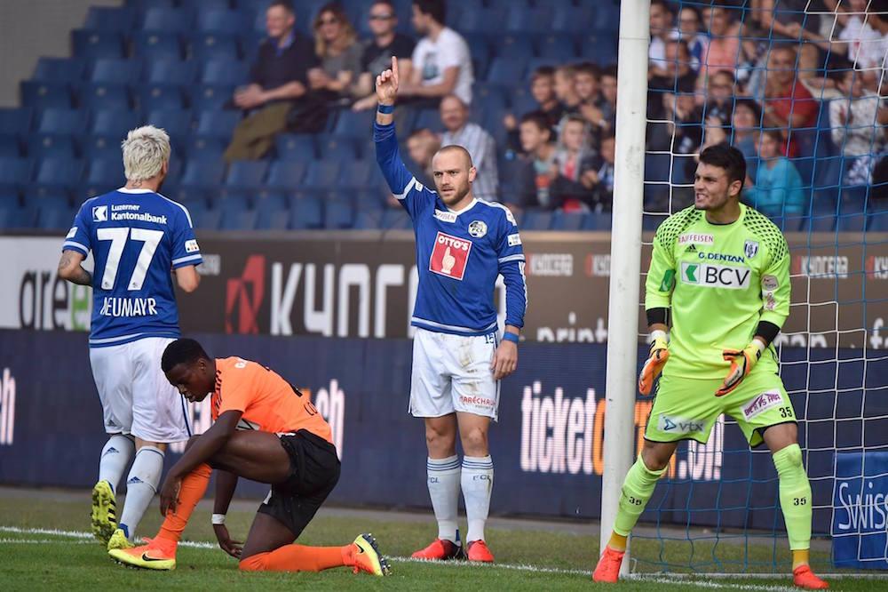 Im letzten Spiel gegen Lausanne freut sich Schneuwly über den frühen Führungstreffer.