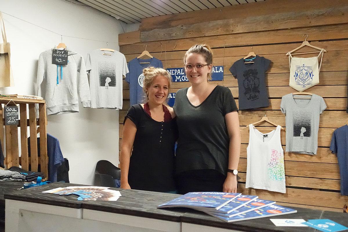 Sabrina Nick und Eveline Schaffner: die Verantwortliche Künstlerkoordination und die Kommunikationsverantwortliche bei Viva con Agua. (Bild: jwy)