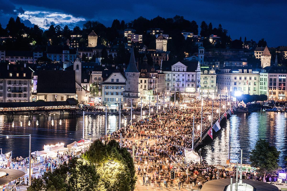 Beim Luzerner Fest 2013 nachts um zwei auf der Seebrücke.