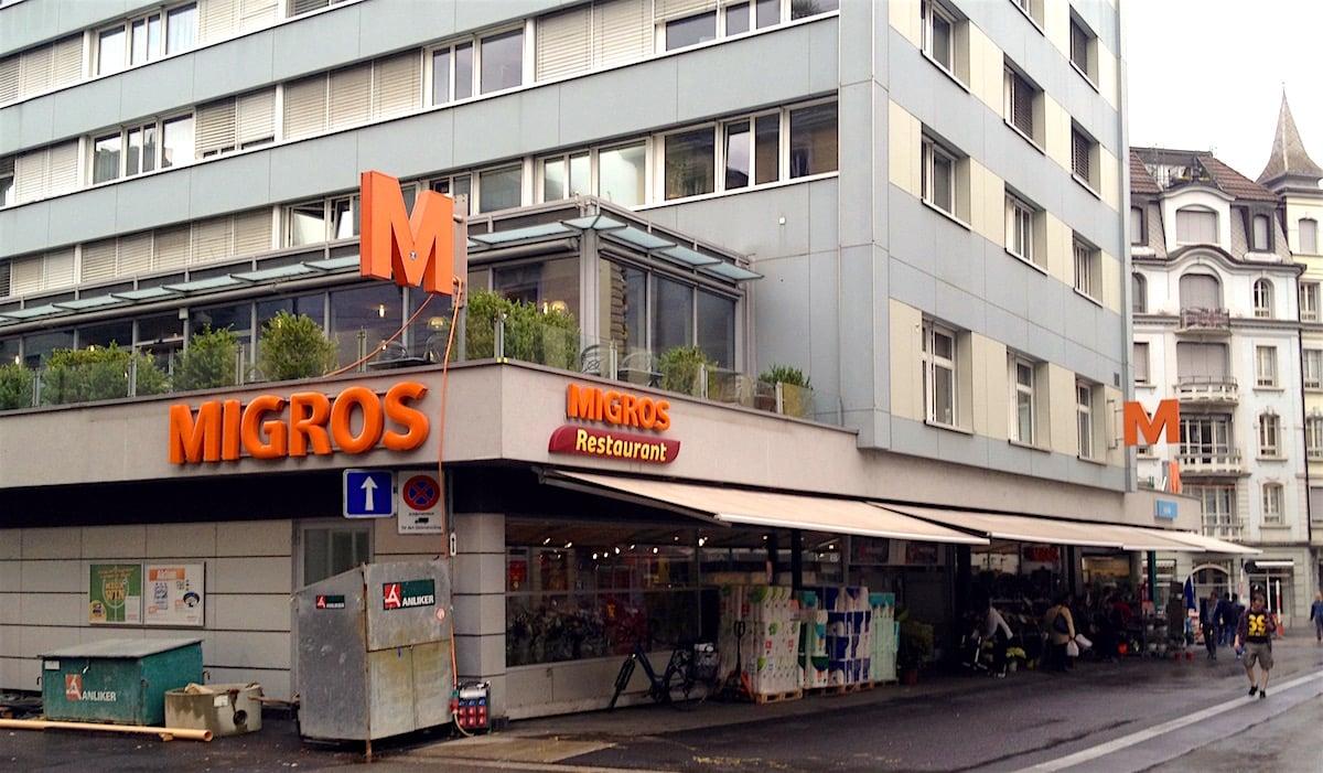 Die Migros will den Standort Waldstätter ausbauen. Das Migros-Restaurant im Obergeschoss muss weichen.