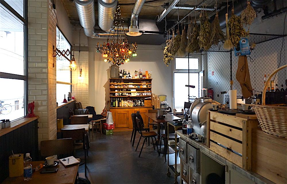 Ein bisschen Fabrikhalle, ein bisschen Szenebar: Das Interieur des Pastarazzi-Lokals in Luzern. (Bild: jal)