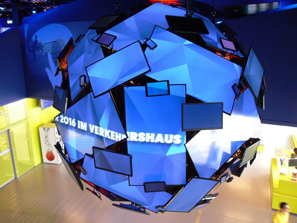 Der «Media Globe», das Herzstück der neuen Ausstellung Media World im Verkehrshaus der Schweiz in Luzern.