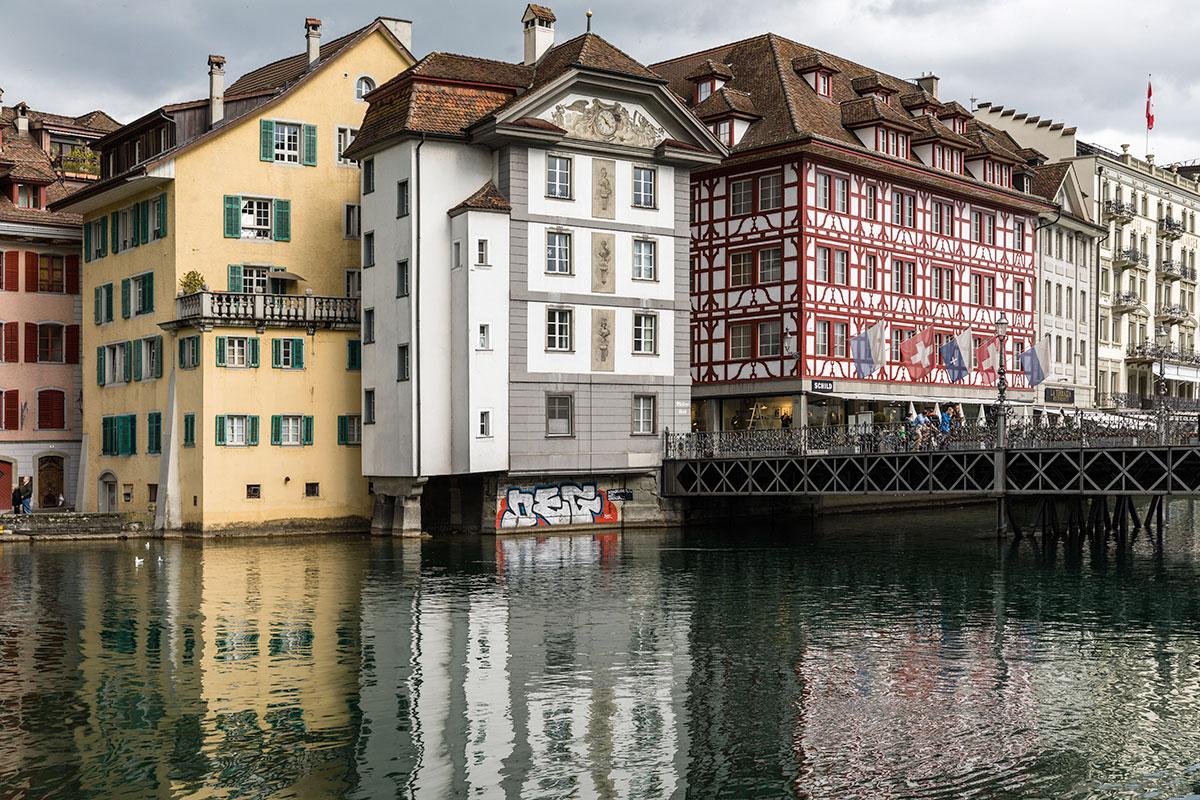 Die Sprayerei prangt auf dem historischen Gebäude. (Bild: Stefano Schröter)