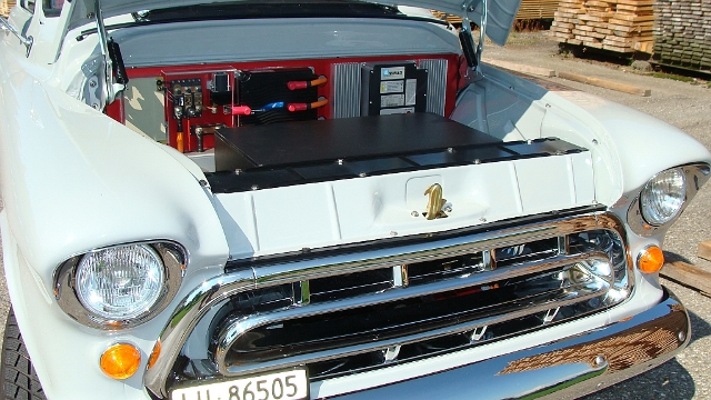 Das Elektromobil des Hofs. (Bild: Walter Fassbind)