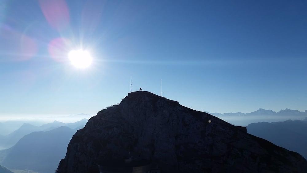 Pilatus kurz nach Sonnenaufgang: Blick vom Oberhaupt auf den Esel (Bild: Luca Wolf).