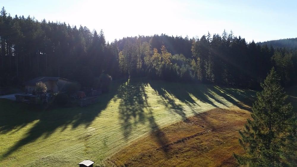 Schönes Schattenspiel am frühen Morgen auf höhe Krienseregg (Bild: Luca Wolf).