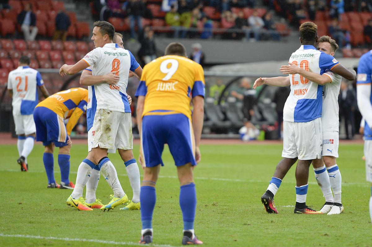 Zu lachen haben derzeit nur die Anderen: Nach der 3:2 Niederlage gegen GC herrschte bei den Luzernern der Frust (Bild: Meienberger-Photo).