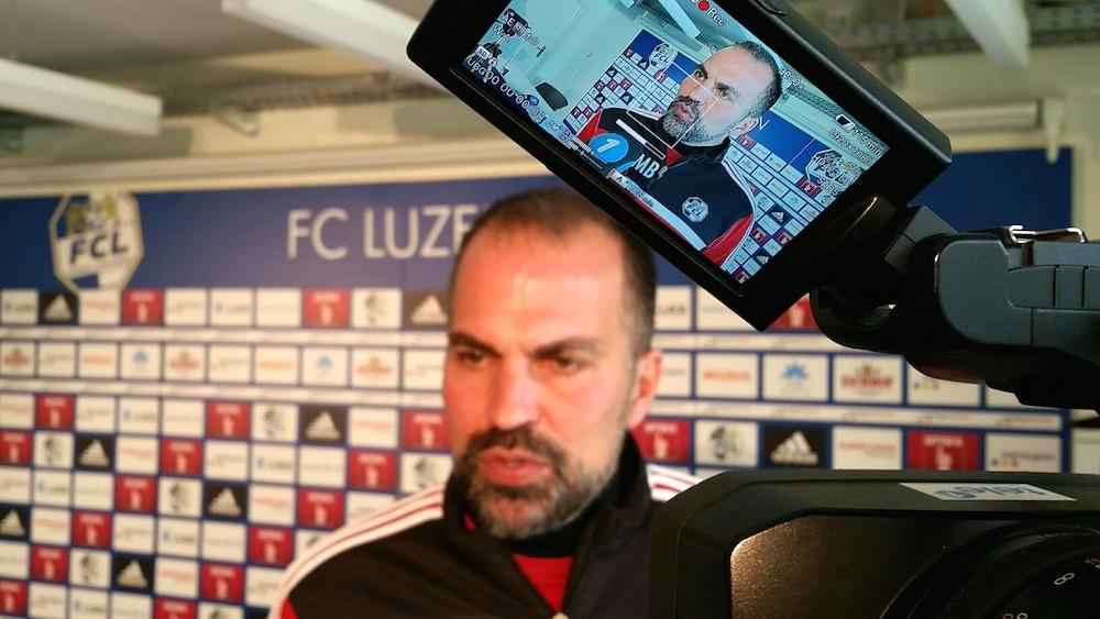 Markus Babbel gibt den Medien diesen Freitag vor dem Spiel gegen den FC Basel Auskunft (Bild: Luca Wolf).