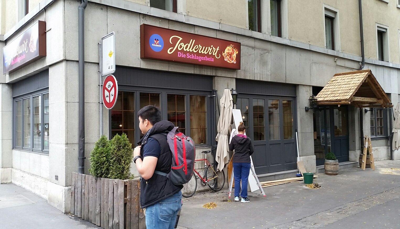 Aus dem Restaurant Unicum an der Rütligasse wird die Schlagerbeiz Jodlerwirt.