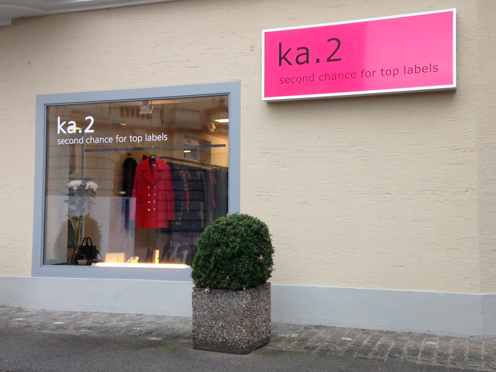 ka.2, ein schicker und sehr teurer Secondhand-Shop. Betreten am besten mit schönem Schuhwerk. (Bild: zentralplus/bas)