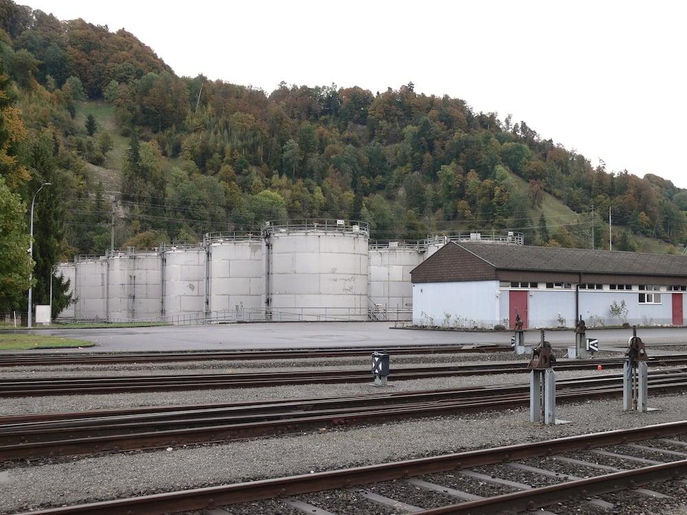 Der Alcosuisse-Standort in Schachen. In den Tanks lagert Ethanol in unterschiedlichen Qualitäten – im Auftrag des Bundes.