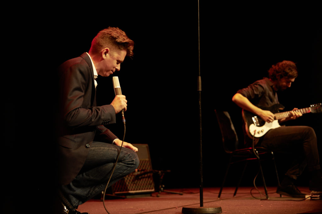 Gedichte und der Drive einer ganzen Band: Michael Fehr (inks) und Manuel Troller (rechts). (Bild: Franca Pedrazzetti)