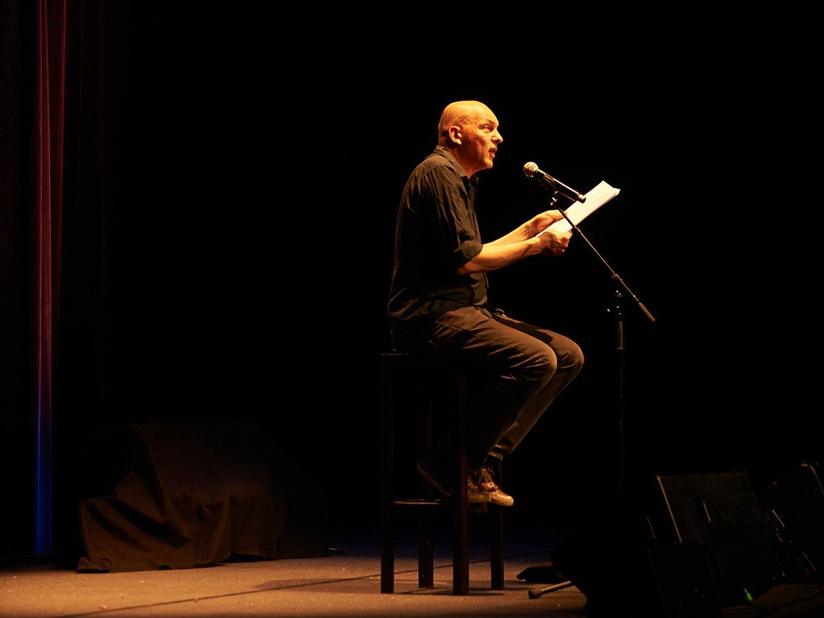 Tim Krohn eröffnete den Abend – und sorgte für einen Höhepunkt. (Bild: Franca Pedrazzetti)