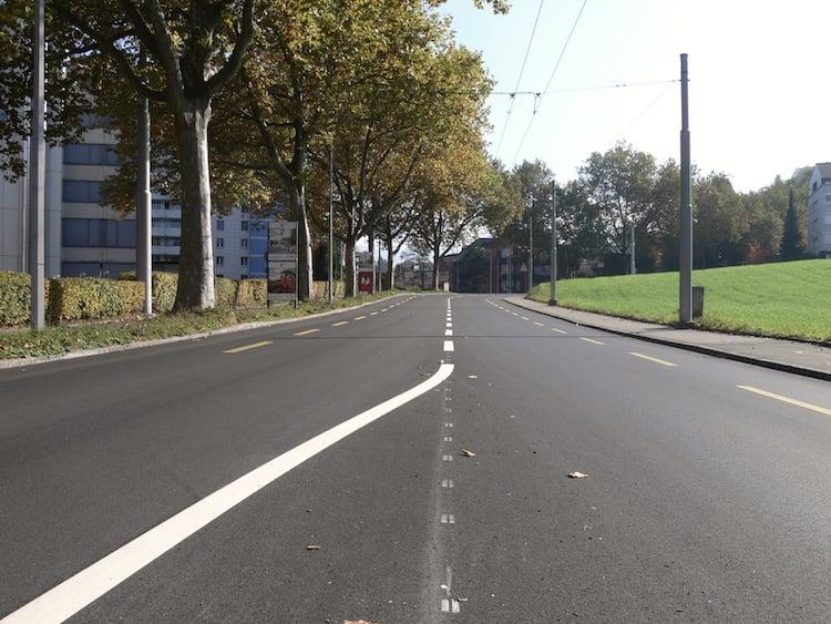 Frisch gestrichen: Die Strassenmarkierungen sind lediglich ein paar Tage alt.